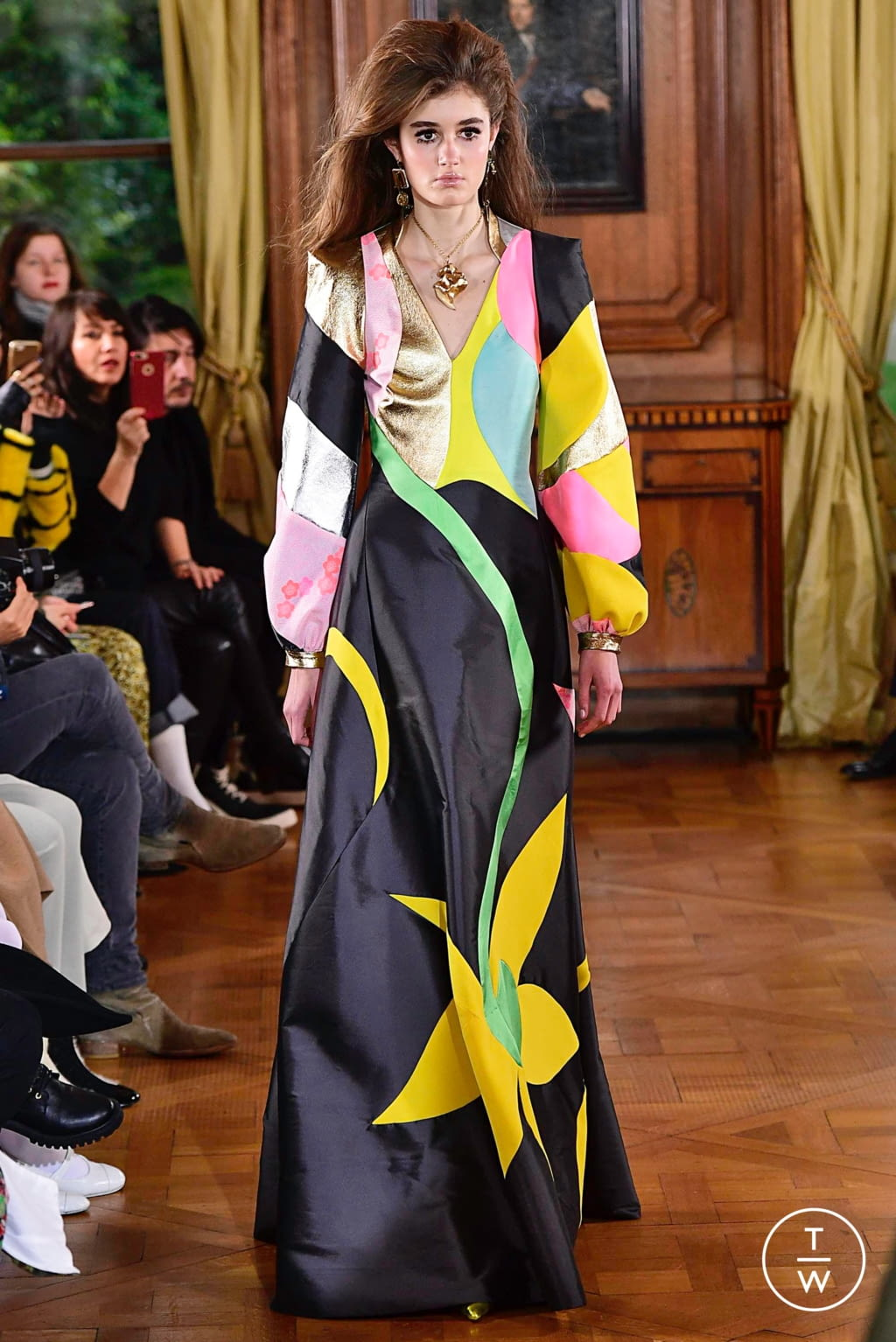 Fashion Week Paris Spring/Summer 2019 look 25 from the Ronald Van Der Kemp collection couture