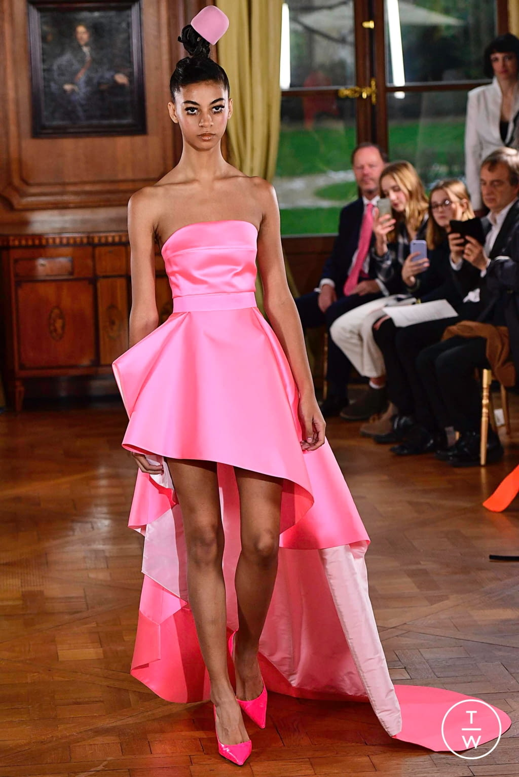 Fashion Week Paris Spring/Summer 2019 look 31 from the Ronald Van Der Kemp collection couture