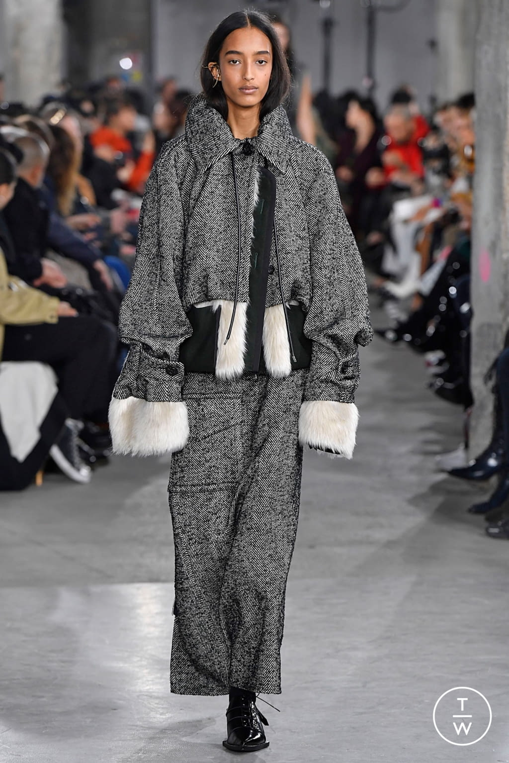 Fashion Week Paris Fall/Winter 2019 look 2 from the Sacai collection womenswear
