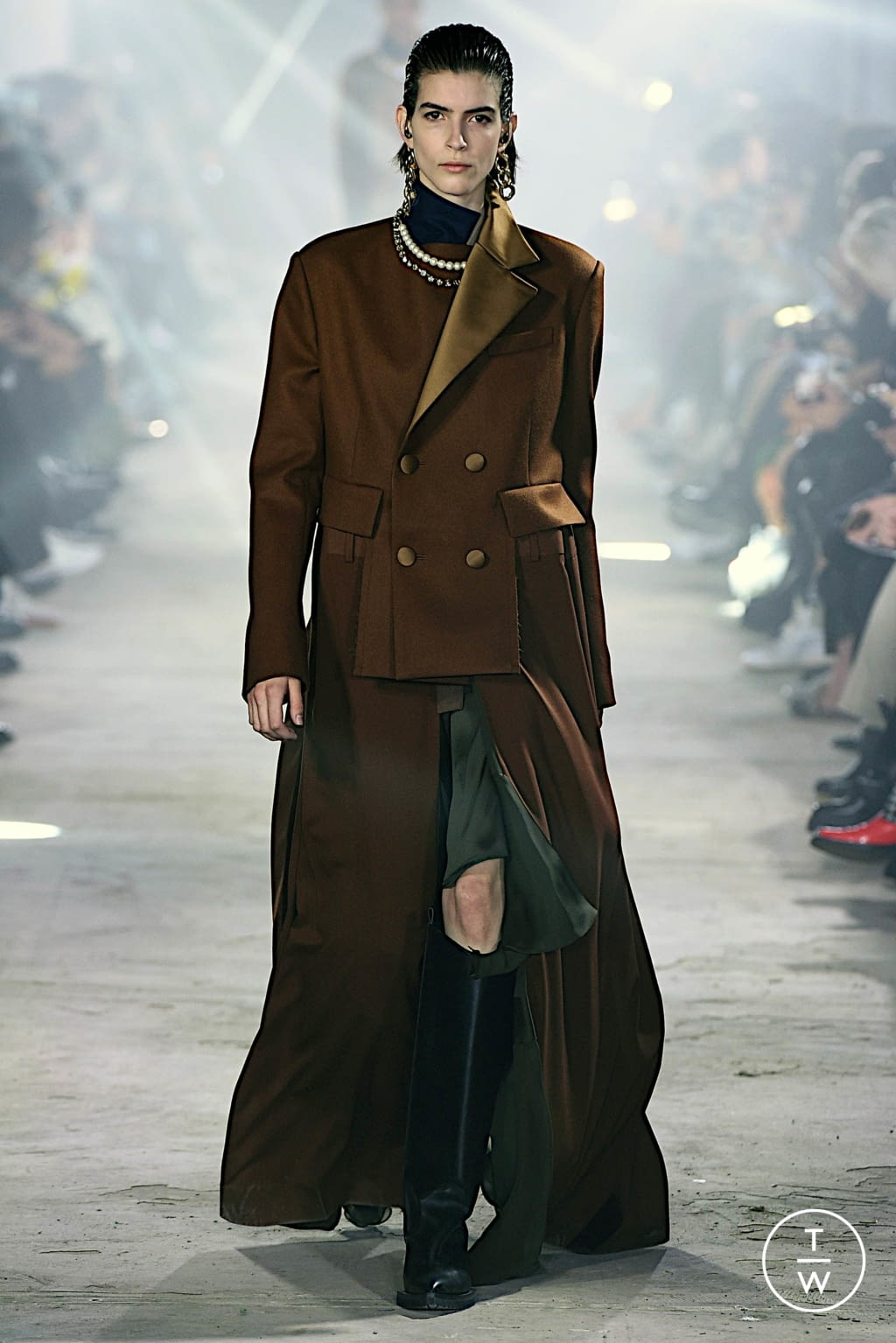 Fashion Week Paris Fall/Winter 2020 look 2 from the Sacai collection womenswear