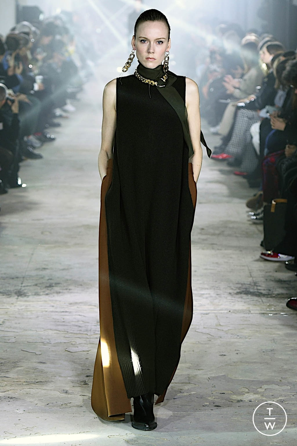 Fashion Week Paris Fall/Winter 2020 look 7 from the Sacai collection womenswear