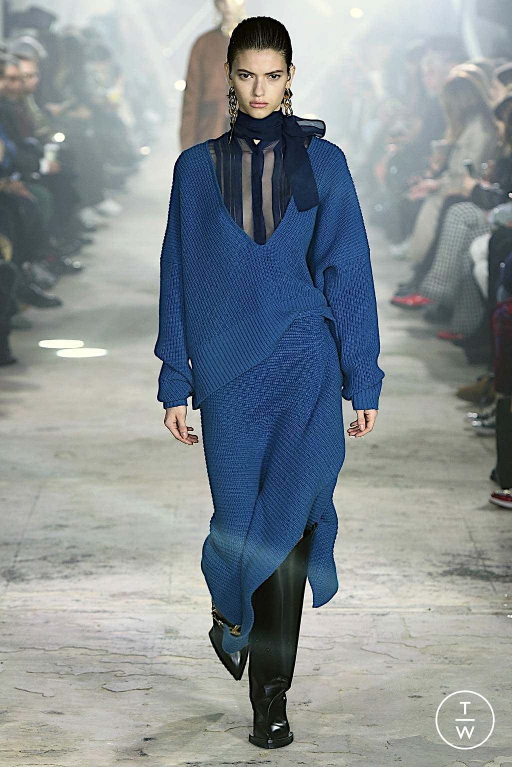 Fashion Week Paris Fall/Winter 2020 look 11 from the Sacai collection womenswear