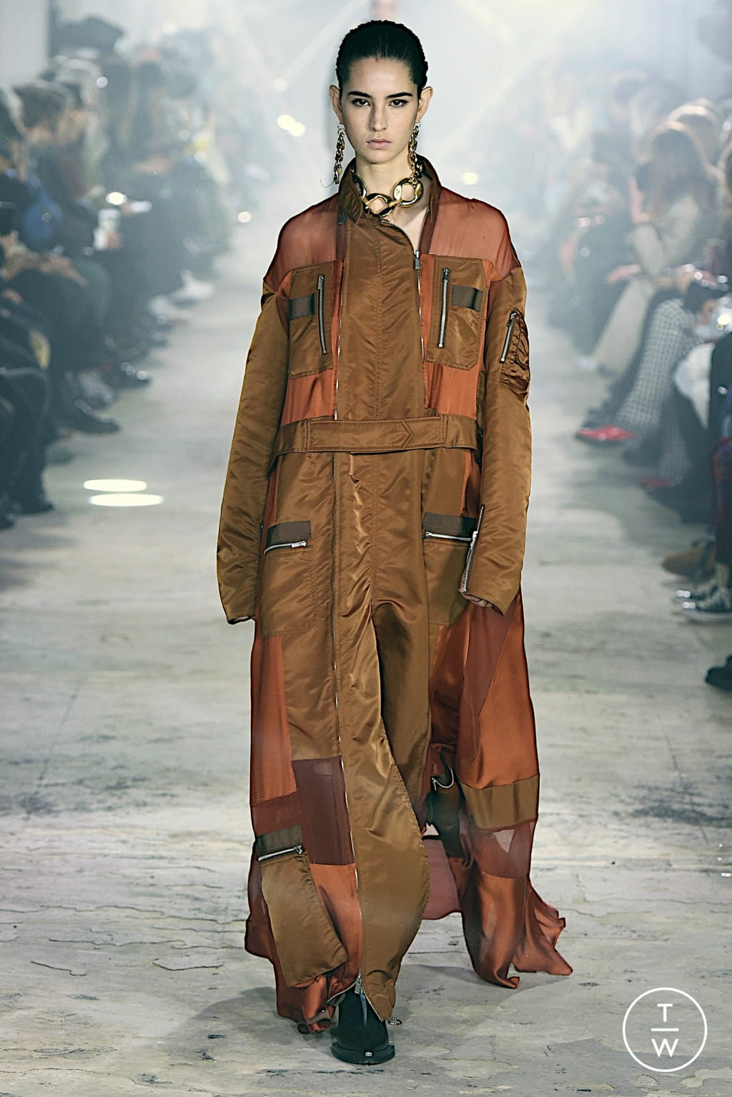 Fashion Week Paris Fall/Winter 2020 look 13 from the Sacai collection womenswear