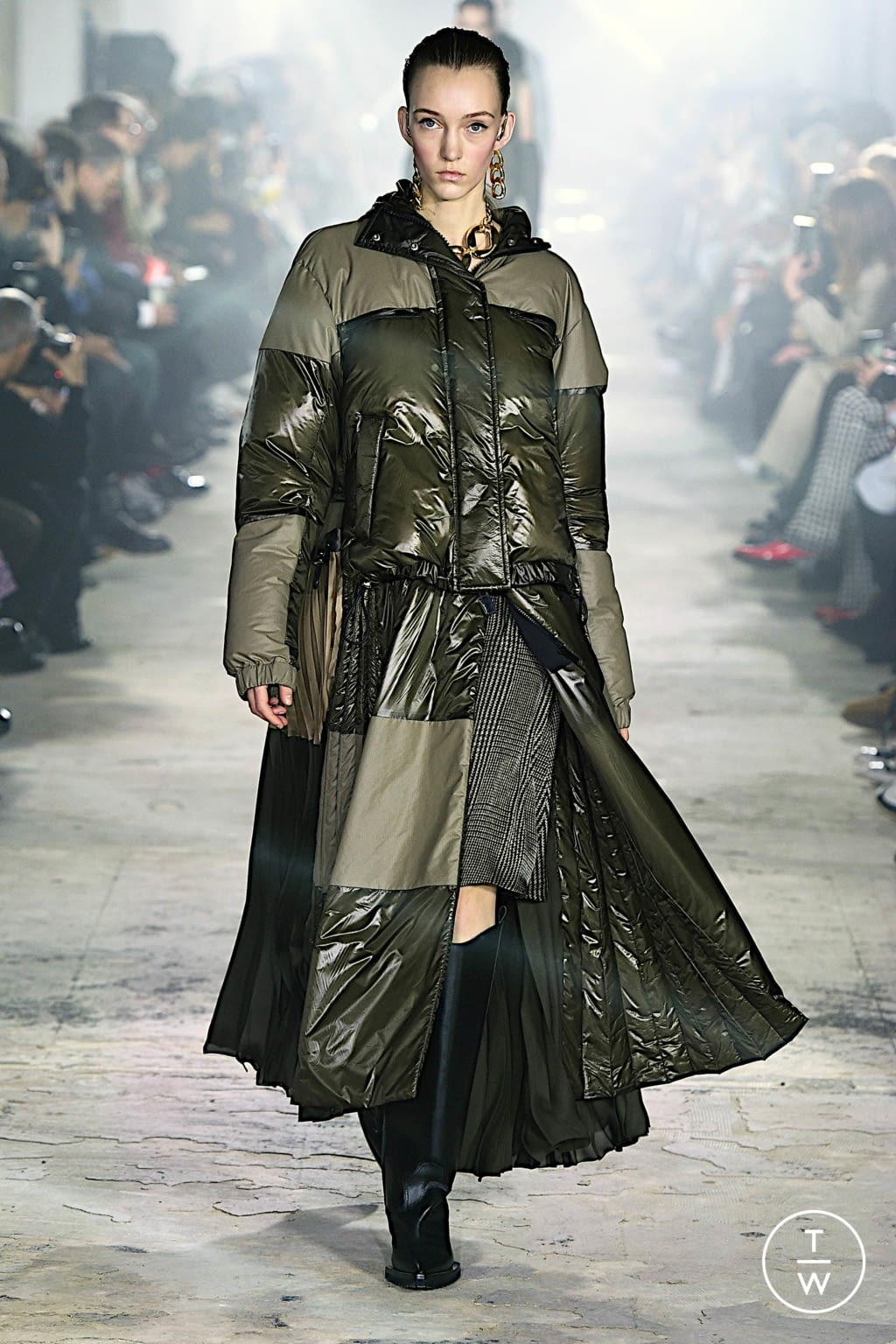 Fashion Week Paris Fall/Winter 2020 look 14 from the Sacai collection womenswear