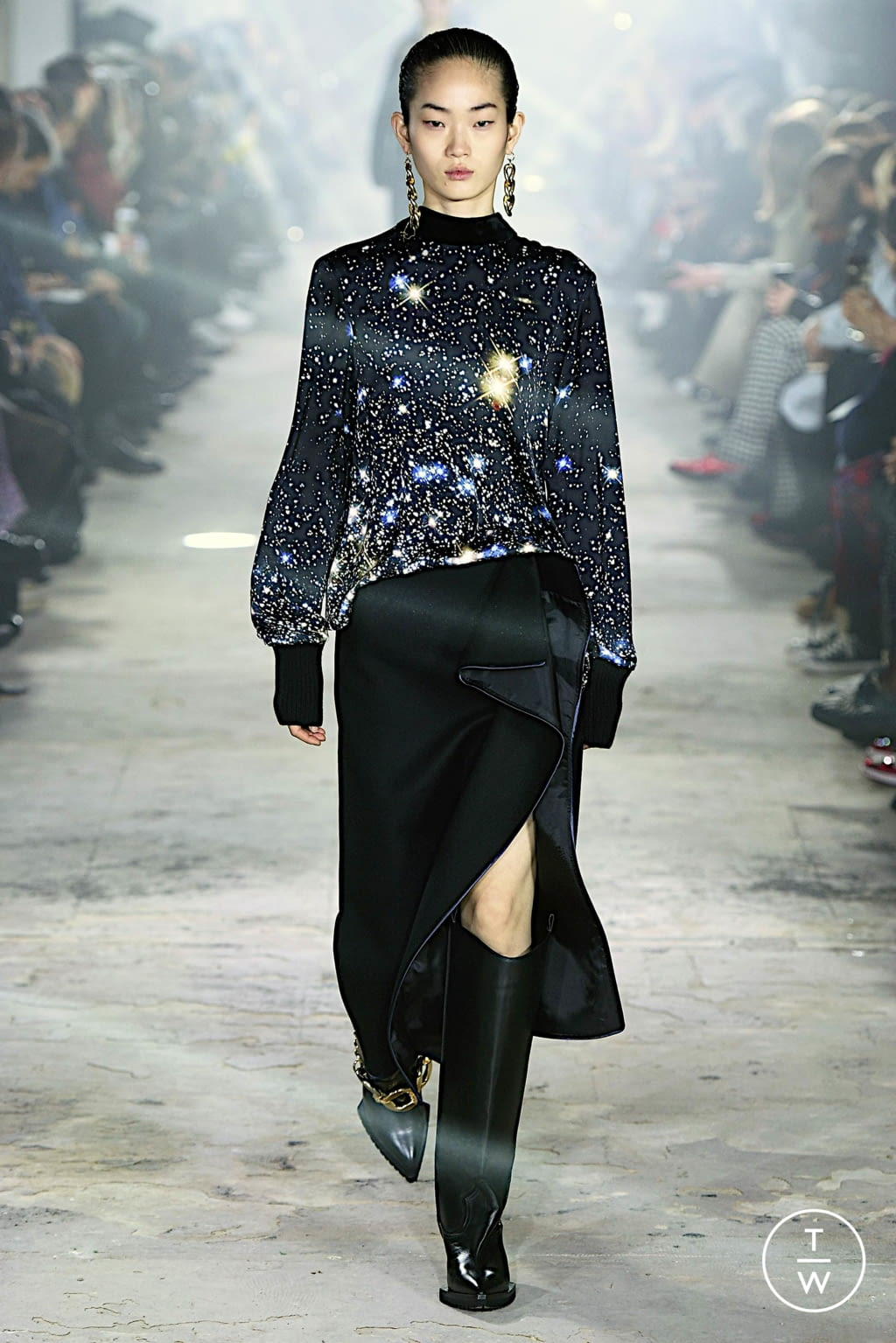 Fashion Week Paris Fall/Winter 2020 look 36 from the Sacai collection 女装