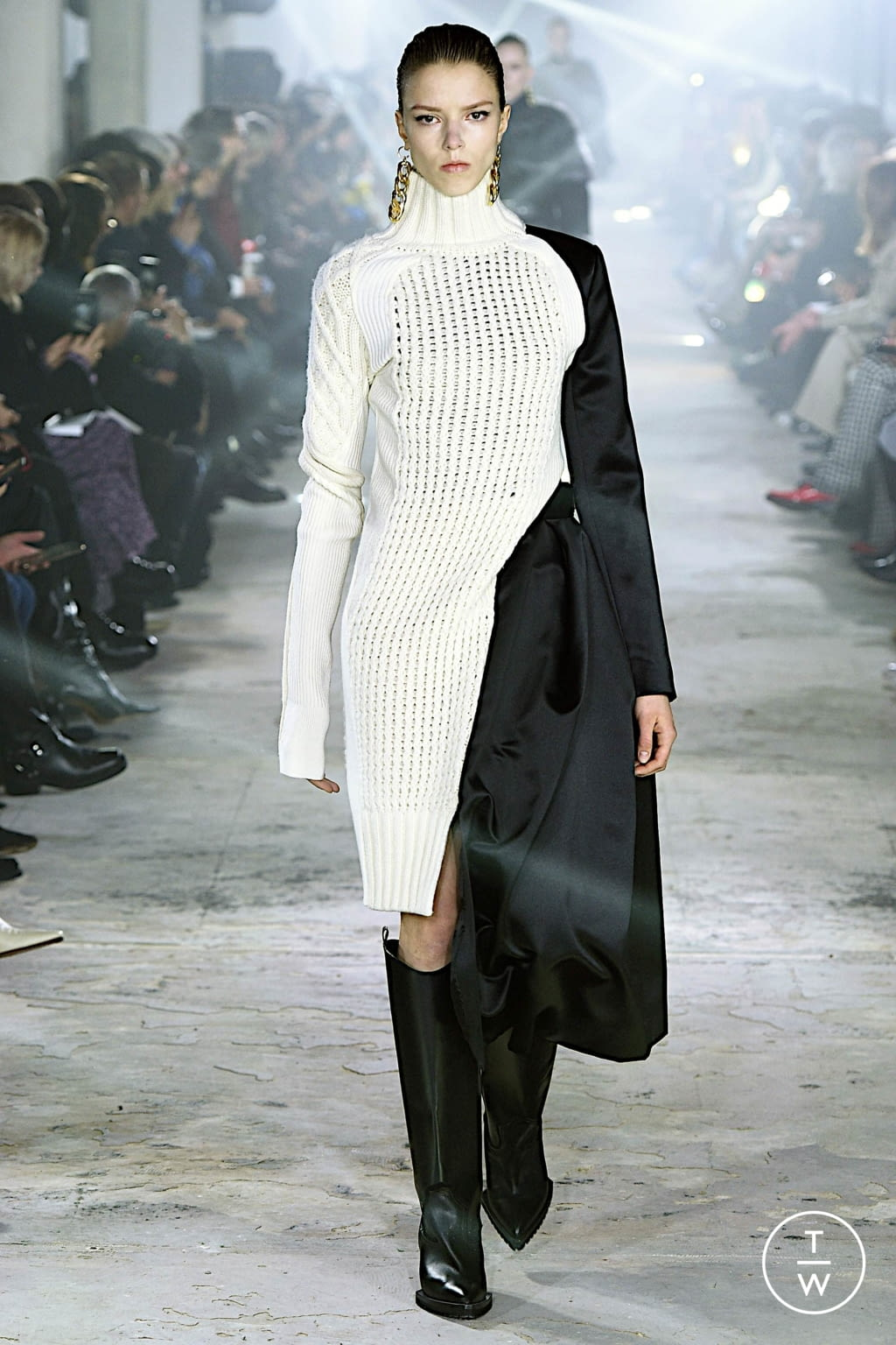 Fashion Week Paris Fall/Winter 2020 look 41 from the Sacai collection womenswear