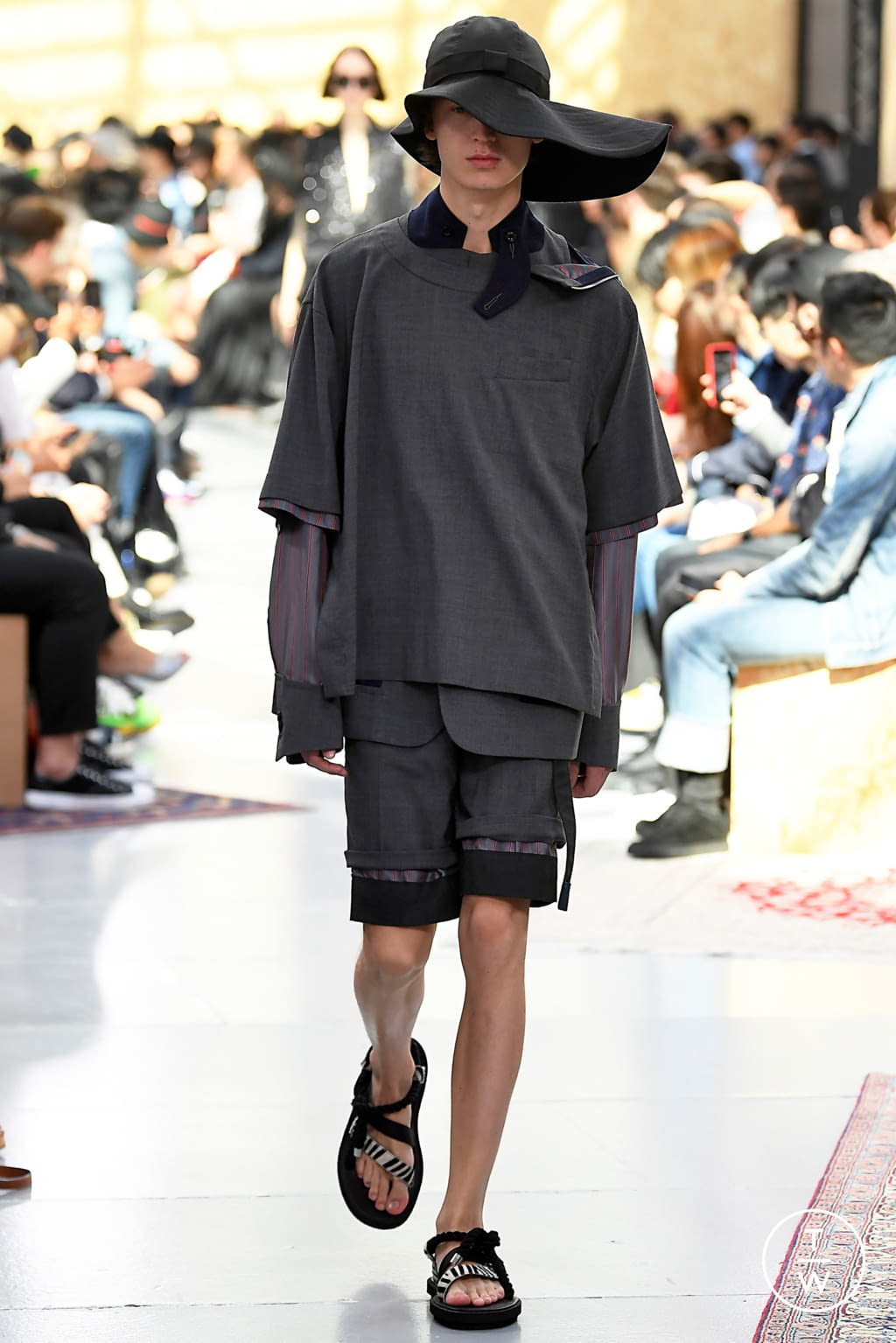 Fashion Week Paris Spring/Summer 2020 look 4 from the Sacai collection menswear