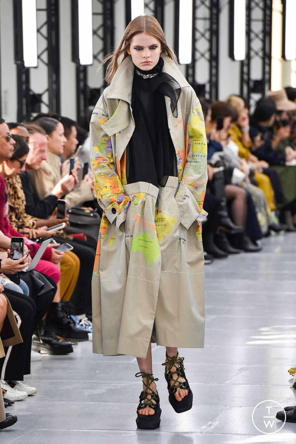 Fashion Week Paris Spring/Summer 2020 look 2 from the Sacai collection womenswear