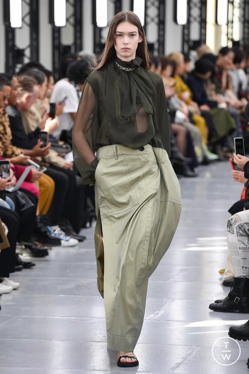 Fashion Week Paris Spring/Summer 2020 look 5 from the Sacai collection womenswear
