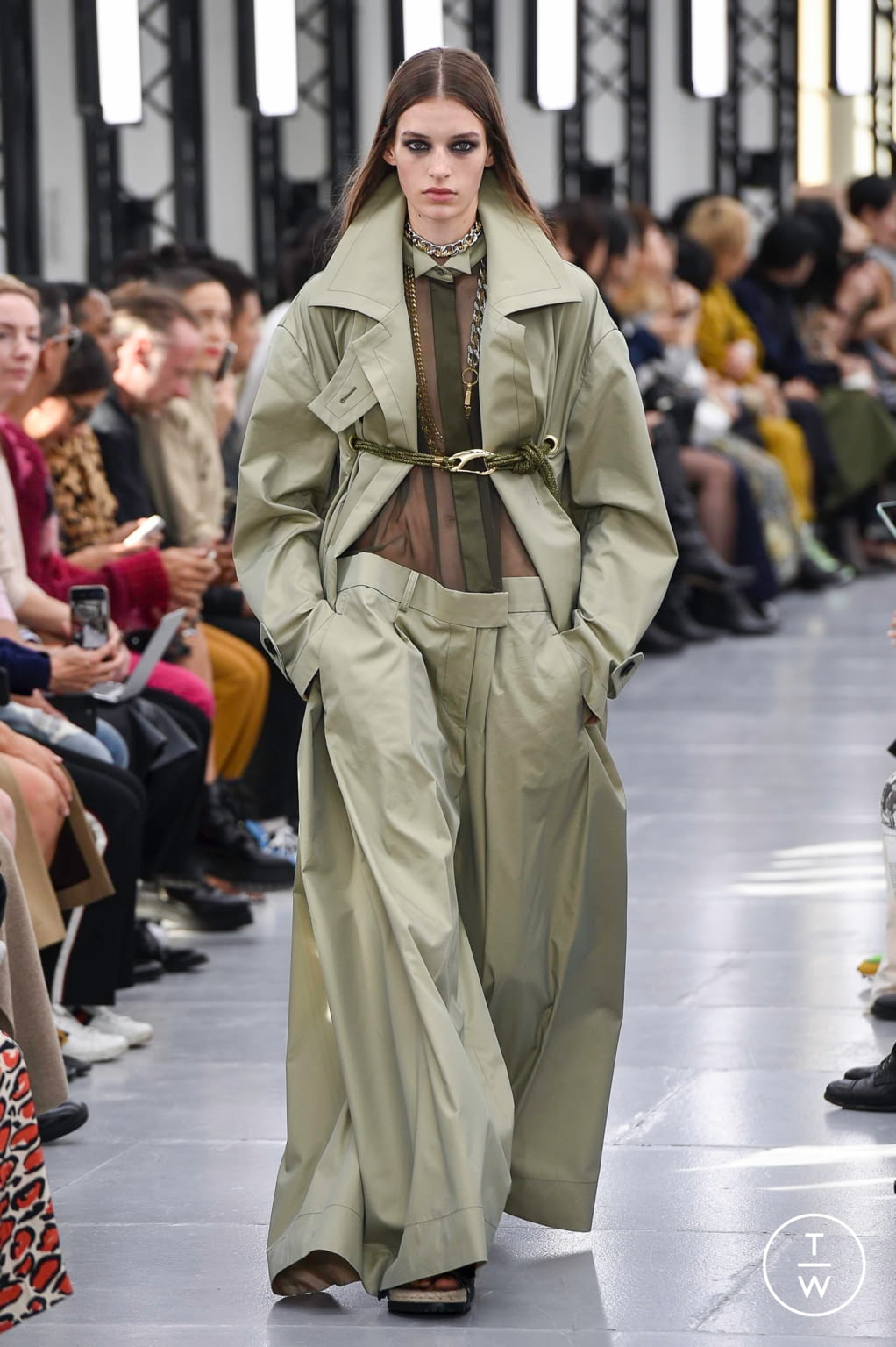 Fashion Week Paris Spring/Summer 2020 look 7 from the Sacai collection womenswear