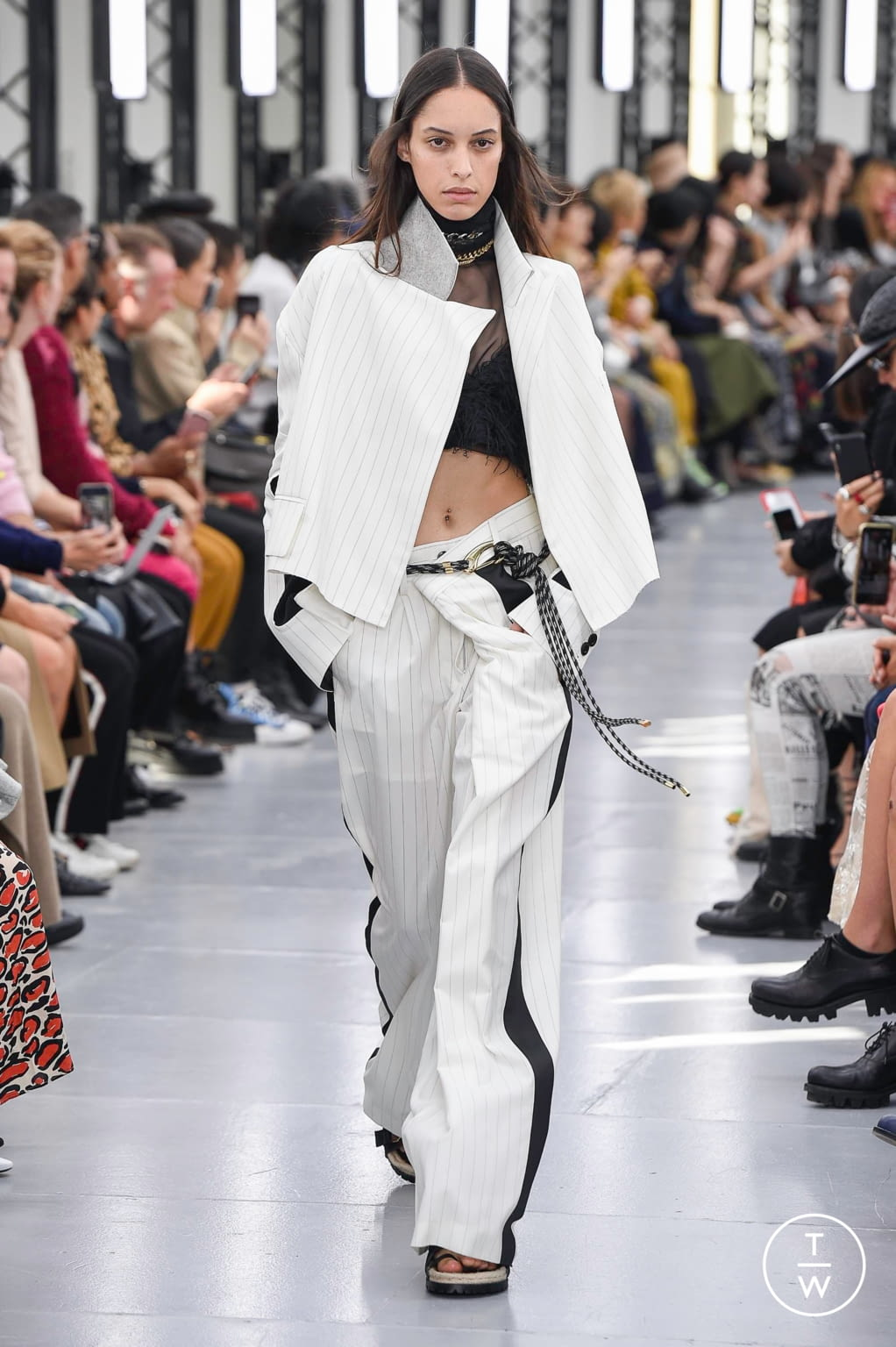 Fashion Week Paris Spring/Summer 2020 look 10 from the Sacai collection womenswear