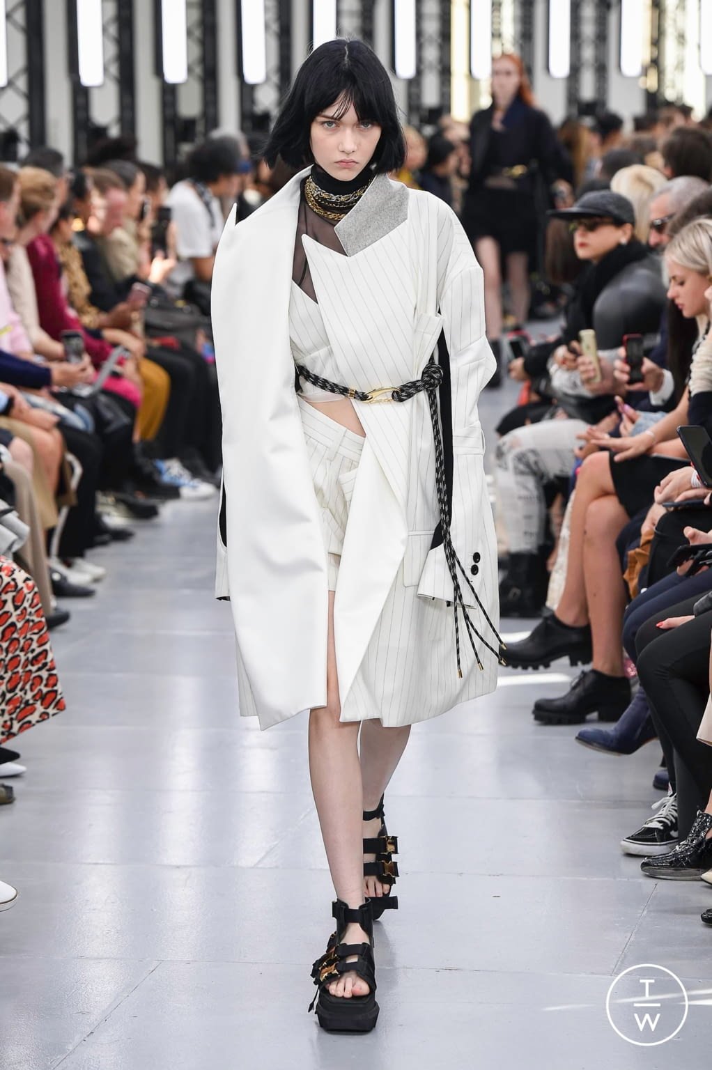 Fashion Week Paris Spring/Summer 2020 look 12 from the Sacai collection womenswear