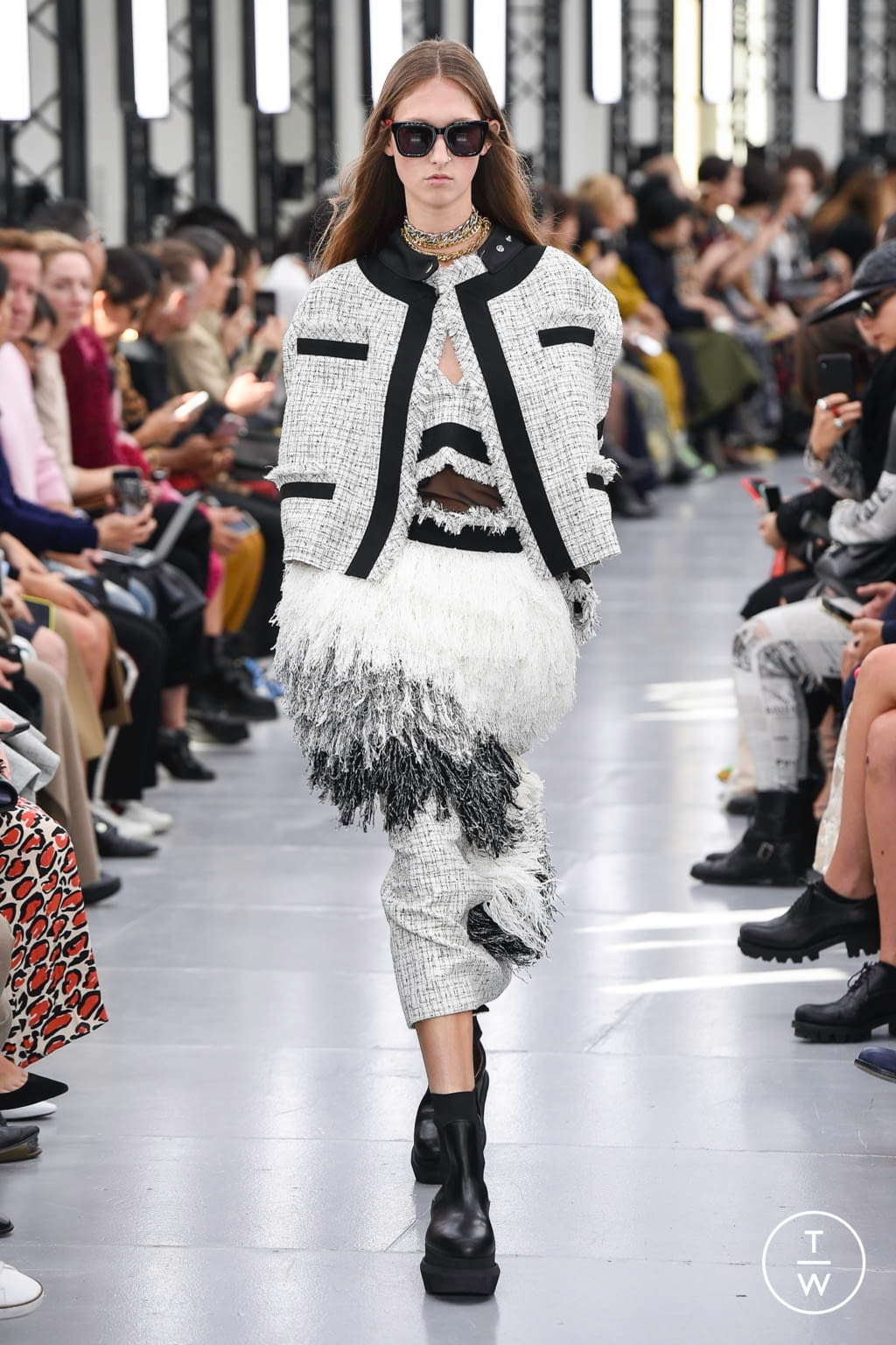 Fashion Week Paris Spring/Summer 2020 look 15 from the Sacai collection womenswear