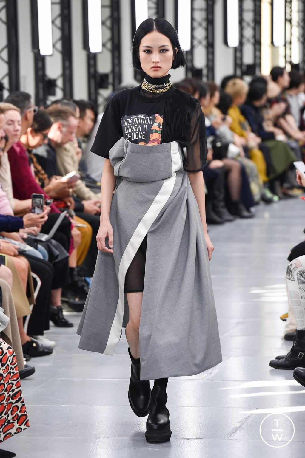 Fashion Week Paris Spring/Summer 2020 look 21 from the Sacai collection womenswear