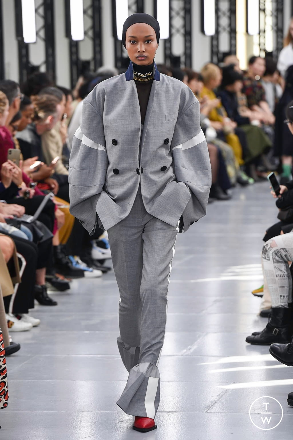 Fashion Week Paris Spring/Summer 2020 look 23 from the Sacai collection womenswear