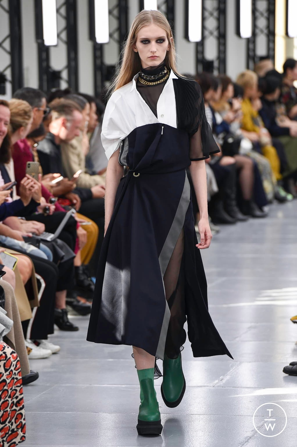 Fashion Week Paris Spring/Summer 2020 look 24 from the Sacai collection womenswear