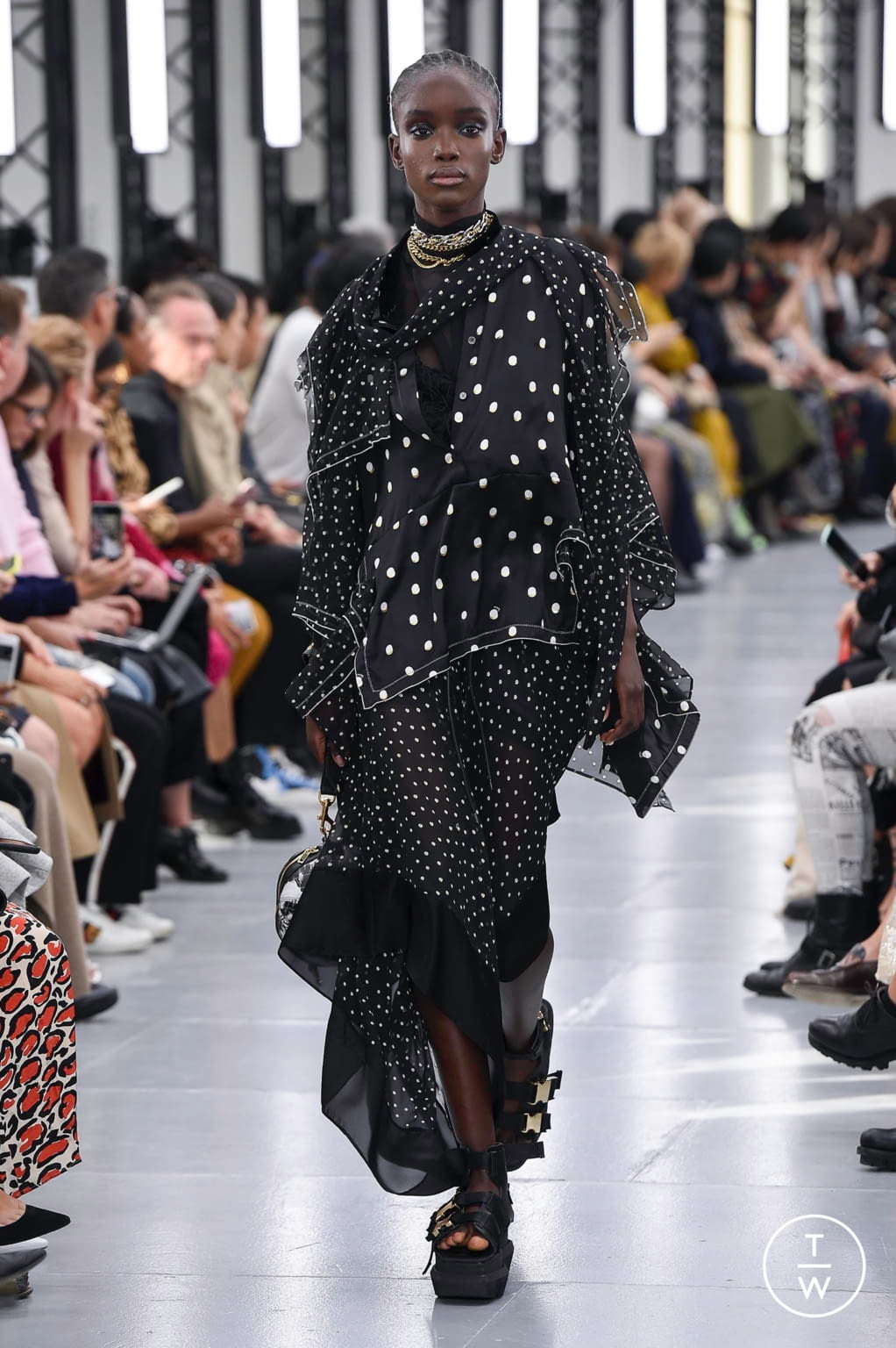 Fashion Week Paris Spring/Summer 2020 look 35 from the Sacai collection womenswear
