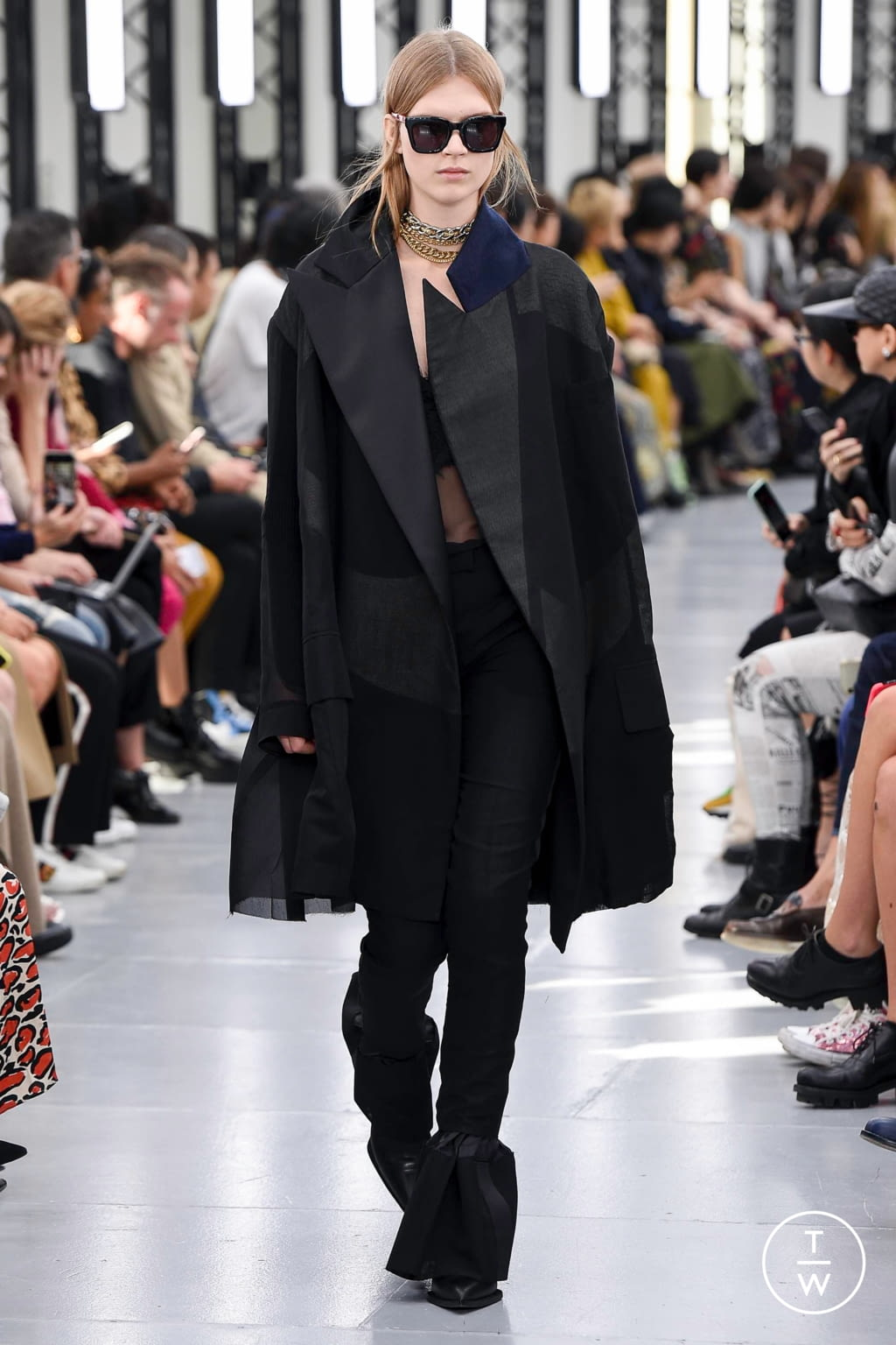 Fashion Week Paris Spring/Summer 2020 look 39 from the Sacai collection womenswear