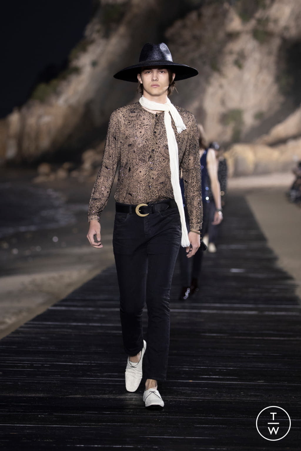 Fashion Week Paris Spring/Summer 2020 look 21 from the Saint Laurent collection menswear