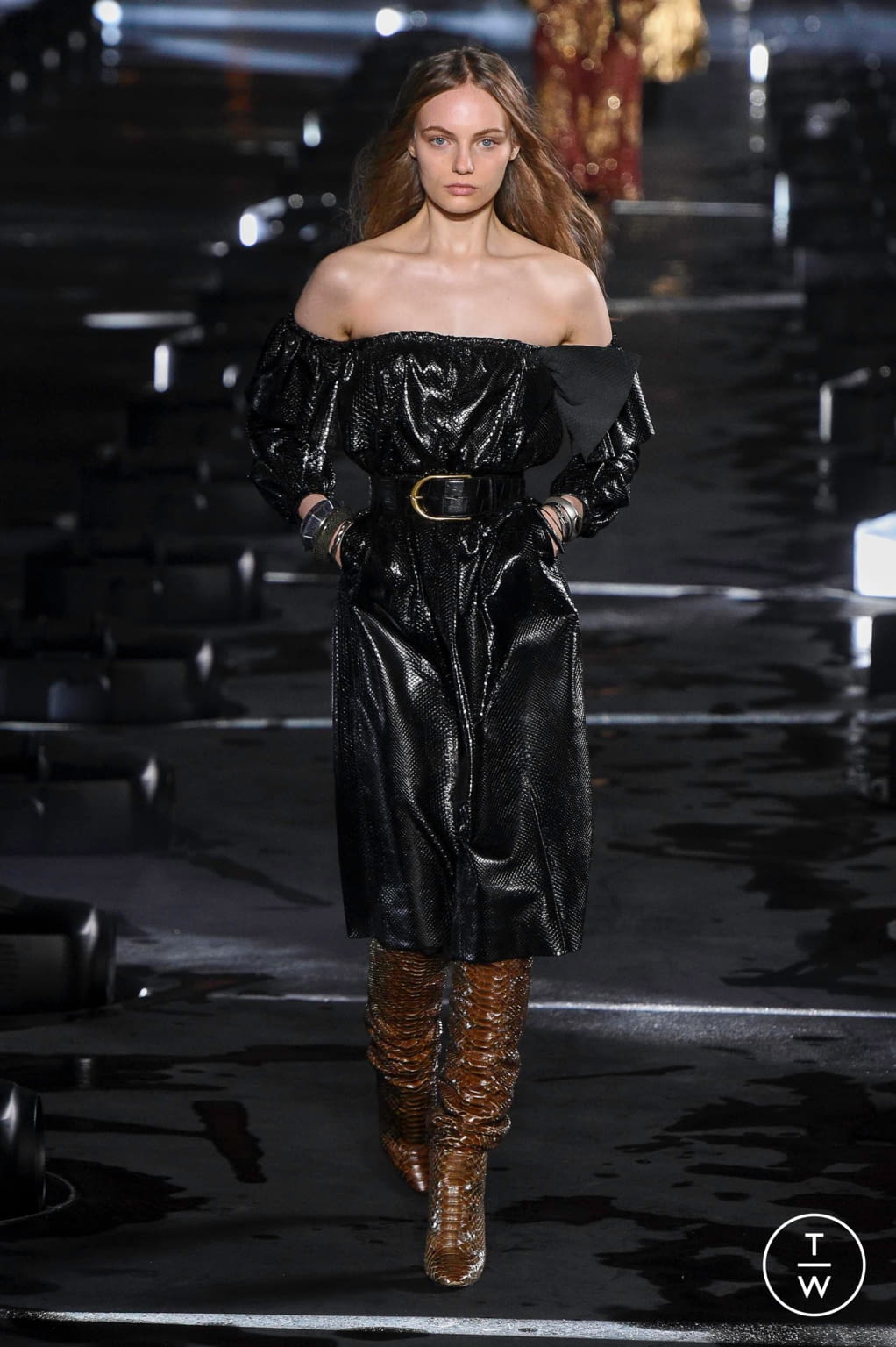 Fashion Week Paris Spring/Summer 2020 look 21 from the Saint Laurent collection 女装