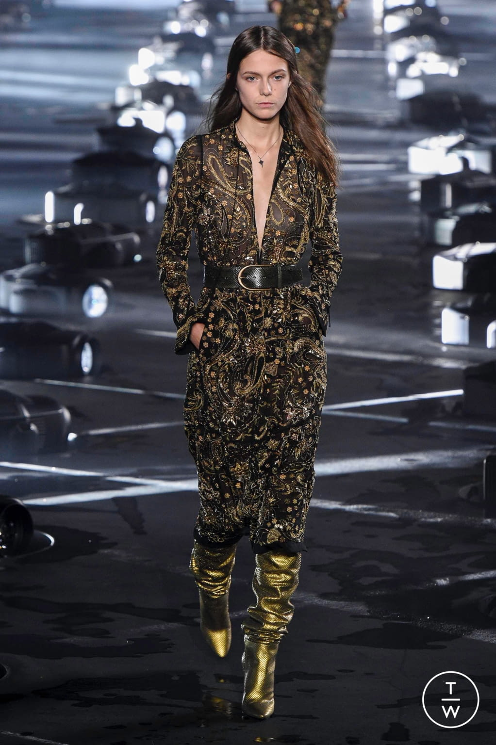 Fashion Week Paris Spring/Summer 2020 look 24 from the Saint Laurent collection 女装