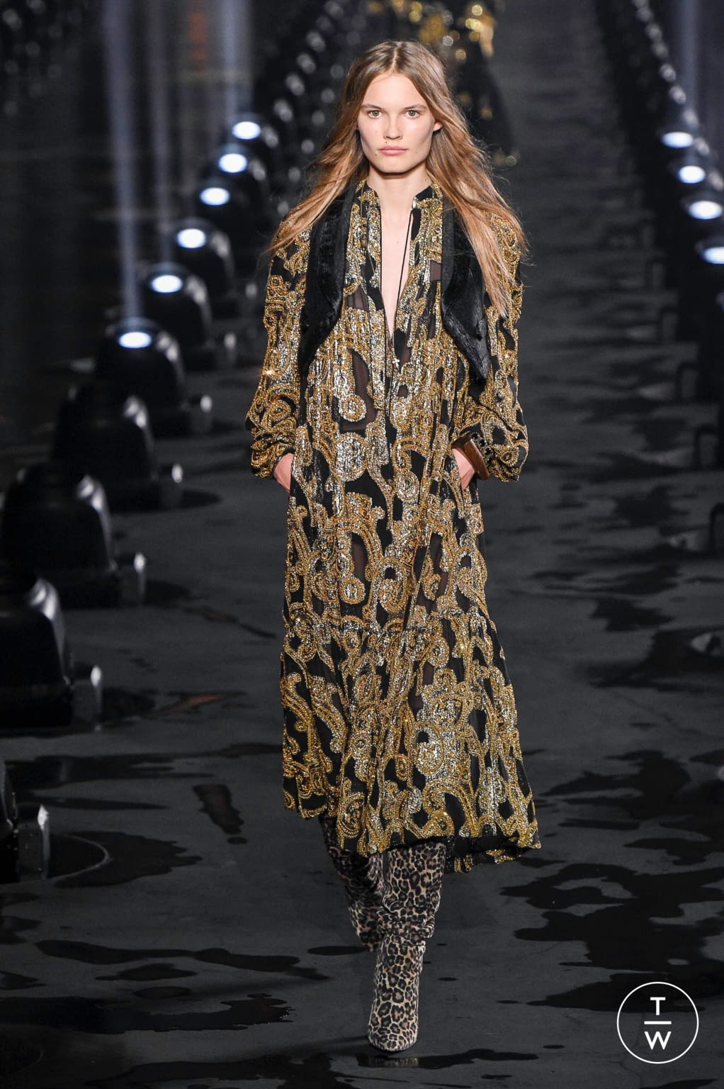 Fashion Week Paris Spring/Summer 2020 look 31 from the Saint Laurent collection womenswear