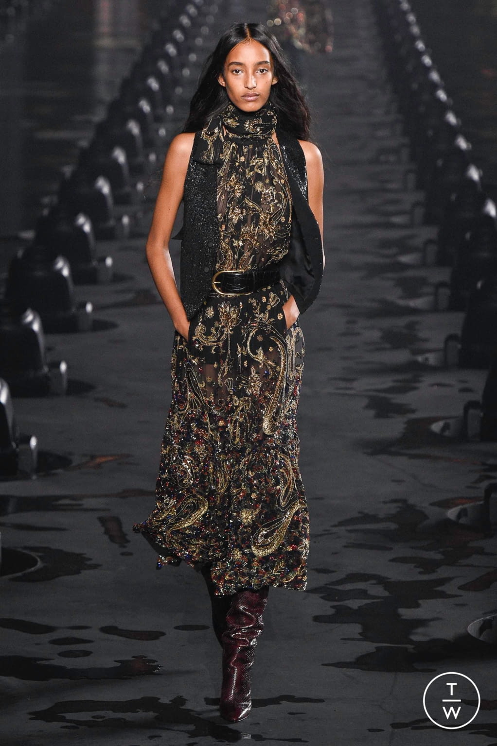 Fashion Week Paris Spring/Summer 2020 look 40 from the Saint Laurent collection womenswear