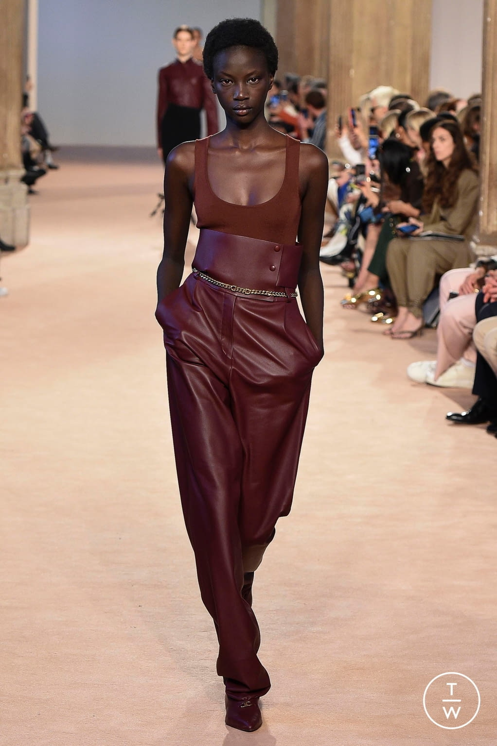 Fashion Week Milan Fall/Winter 2020 look 36 from the Salvatore Ferragamo collection 女装