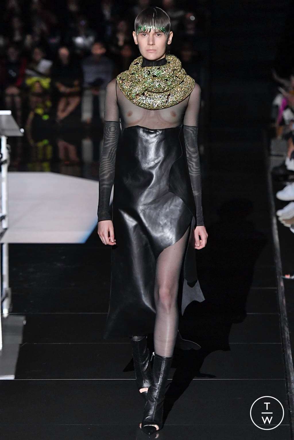 Fashion Week Paris Fall/Winter 2019 look 9 from the Schiaparelli collection couture