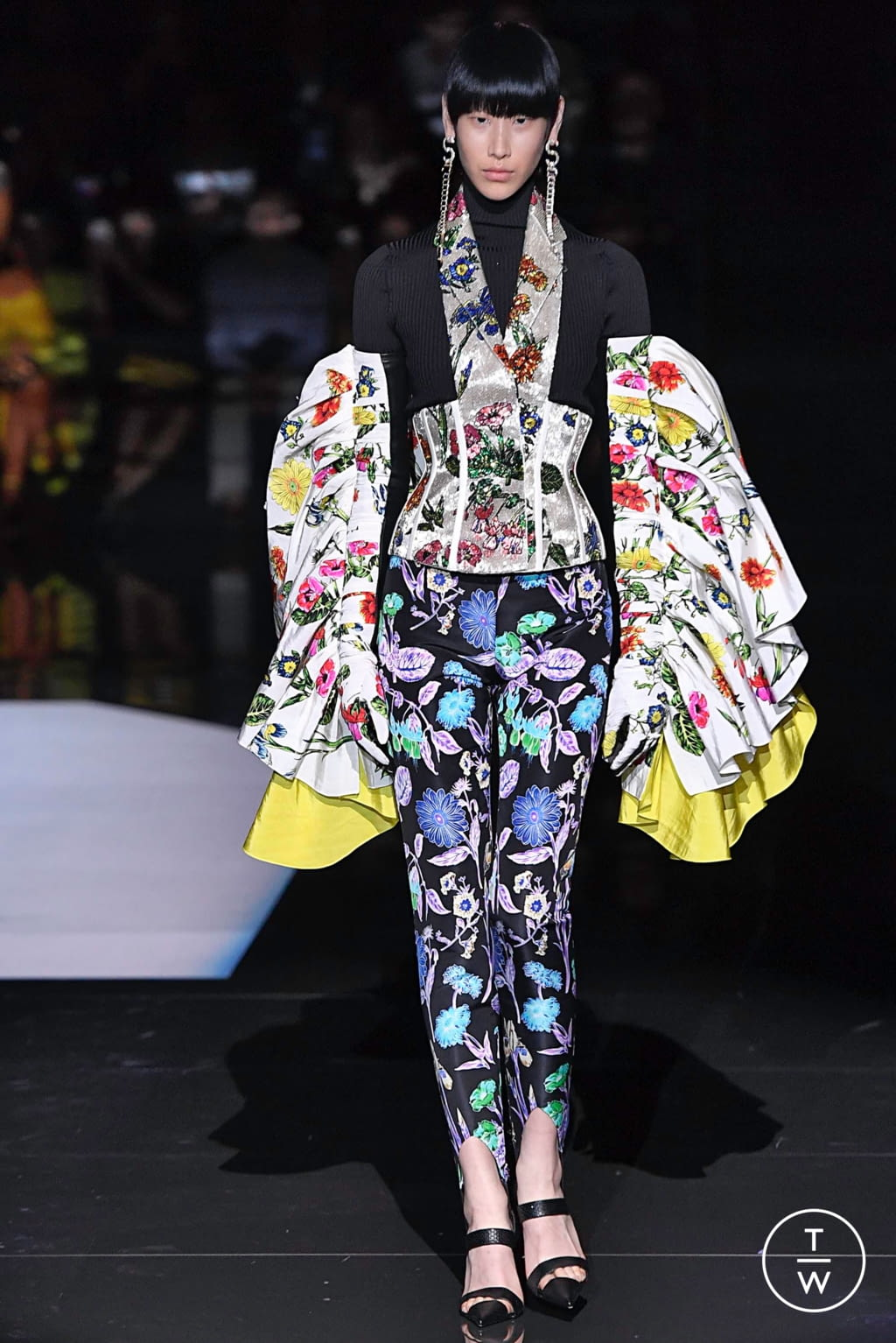 Fashion Week Paris Fall/Winter 2019 look 19 from the Schiaparelli collection couture