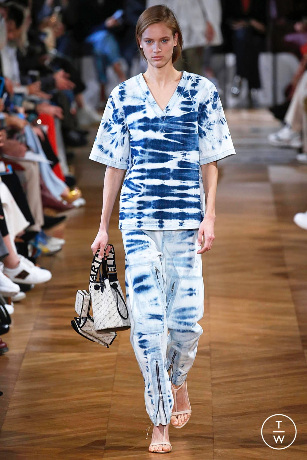 Fashion Week Paris Spring/Summer 2019 look 25 from the Stella McCartney collection 女装