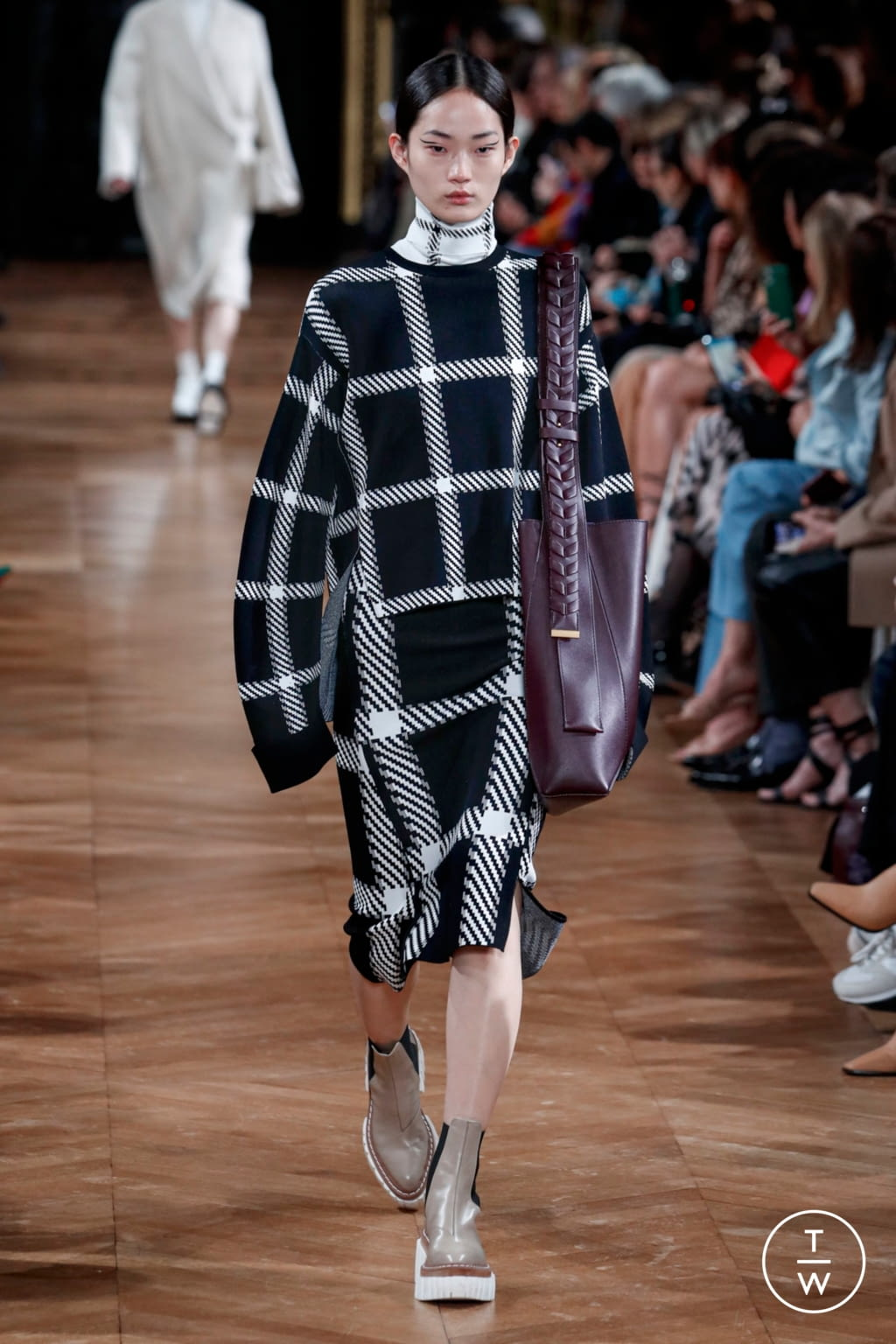 Fashion Week Paris Fall/Winter 2020 look 13 from the Stella McCartney collection womenswear