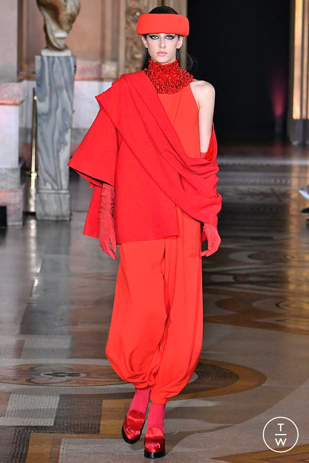 Fashion Week Paris Fall/Winter 2019 look 2 from the Stéphane Rolland collection couture