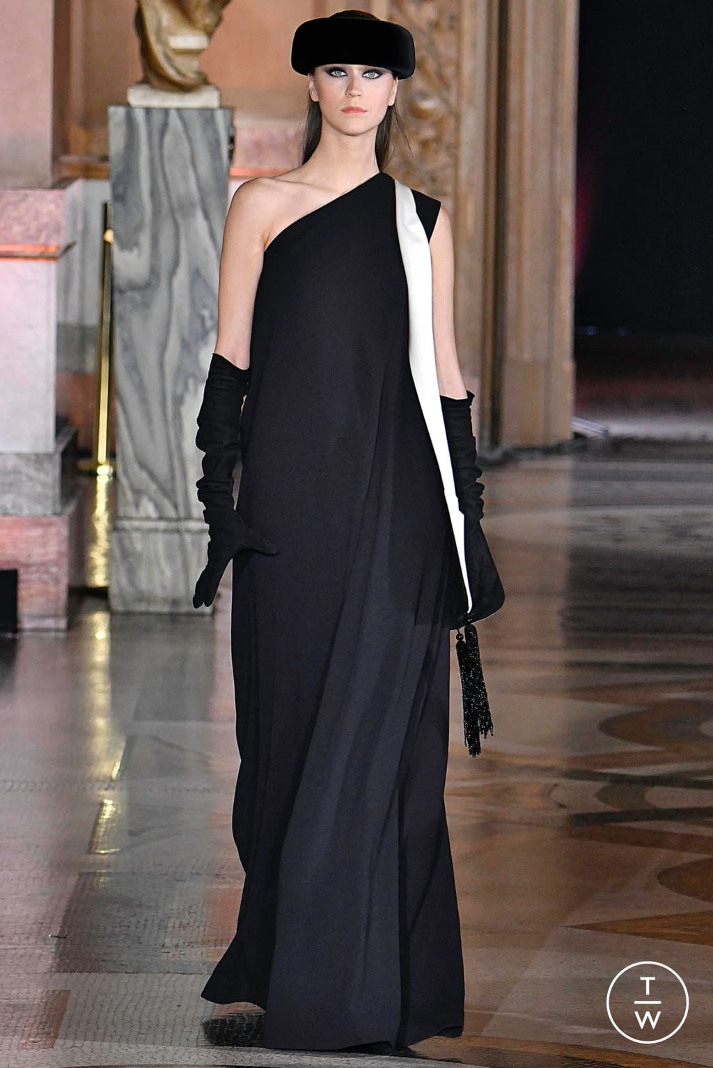 Fashion Week Paris Fall/Winter 2019 look 7 from the Stéphane Rolland collection couture