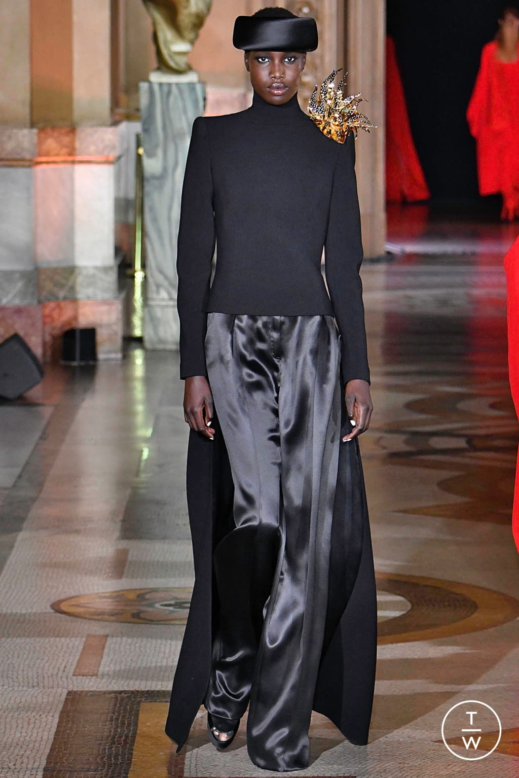 Fashion Week Paris Fall/Winter 2019 look 8 from the Stéphane Rolland collection couture