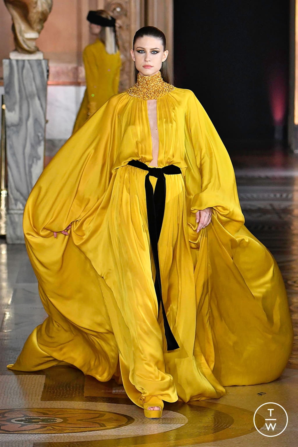Fashion Week Paris Fall/Winter 2019 look 14 from the Stéphane Rolland collection couture