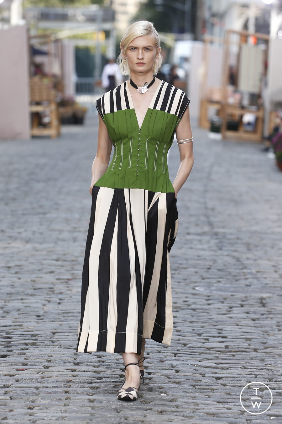 Fashion Week New York Spring/Summer 2022 look 18 from the Tory Burch collection womenswear