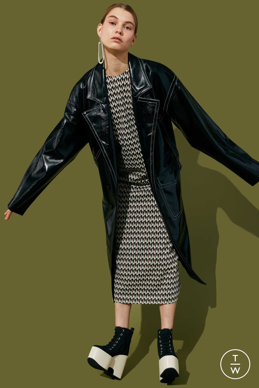 Fashion Week New York Pre-Fall 2020 look 2 from the Tibi collection 女装