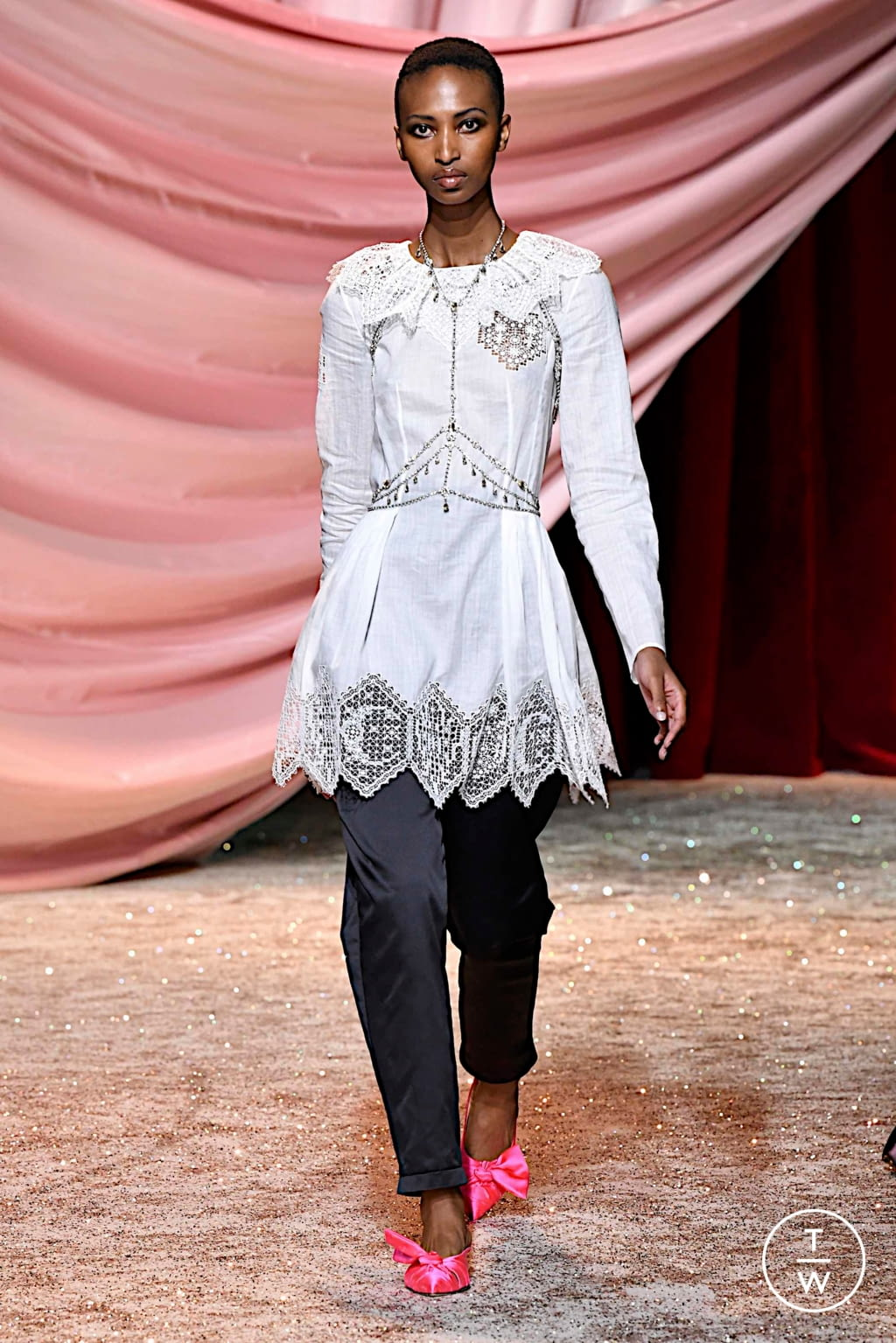 Fashion Week Paris Fall/Winter 2019 look 4 from the Ulyana Sergeenko collection couture