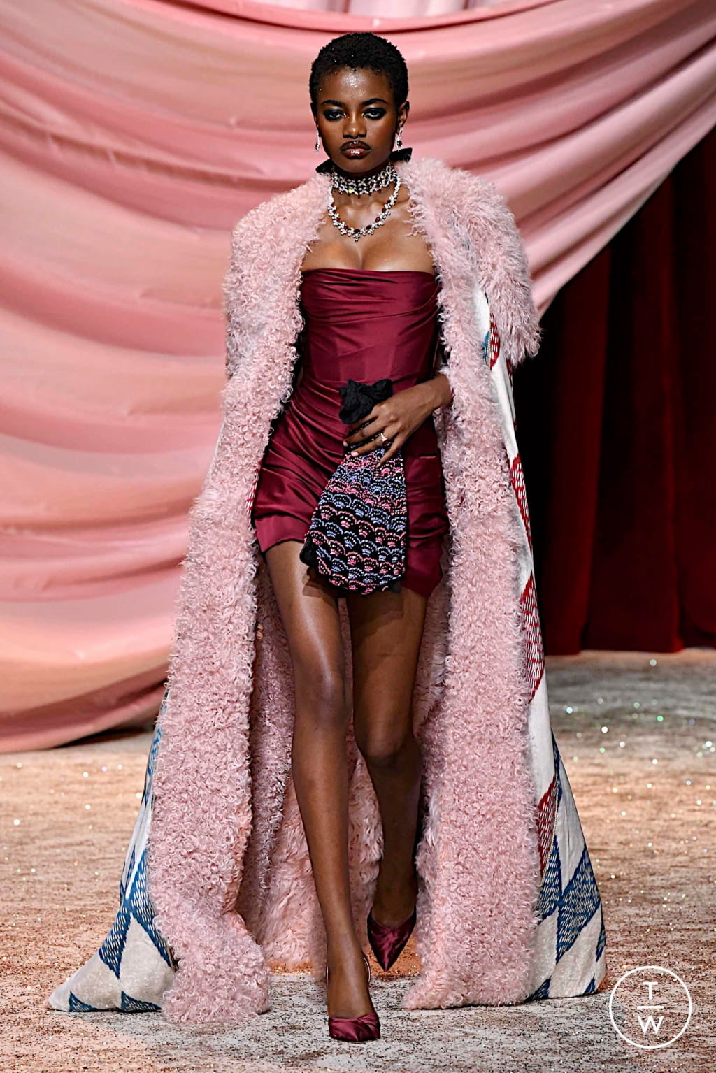 Fashion Week Paris Fall/Winter 2019 look 5 from the Ulyana Sergeenko collection couture