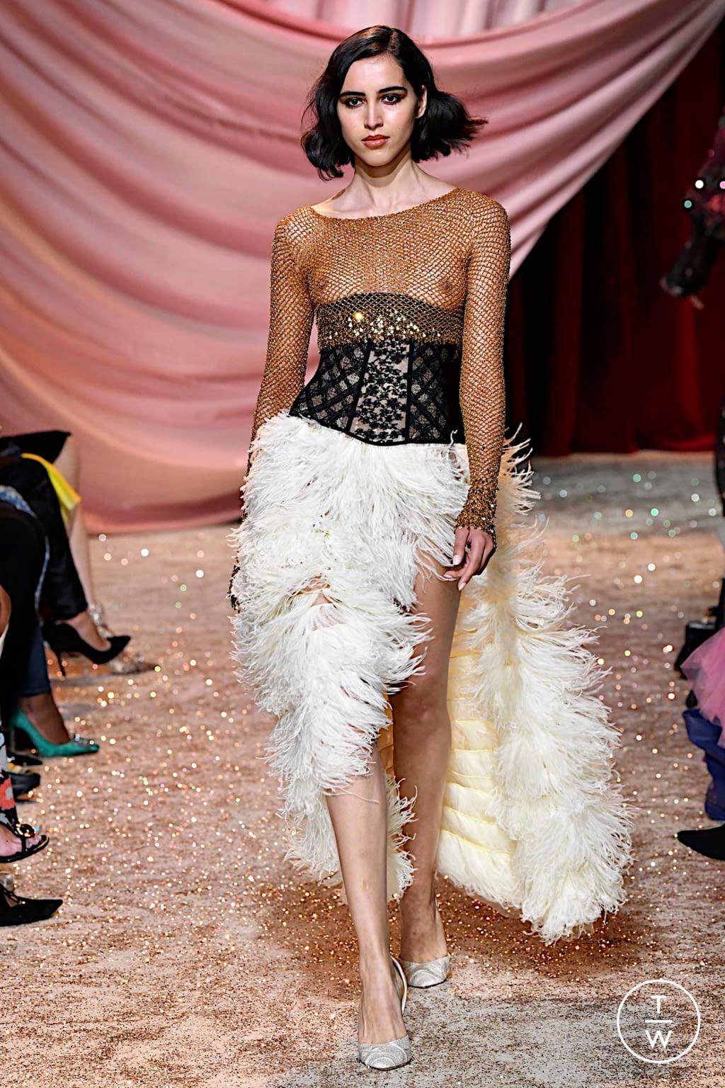 Fashion Week Paris Fall/Winter 2019 look 18 de la collection Ulyana Sergeenko couture