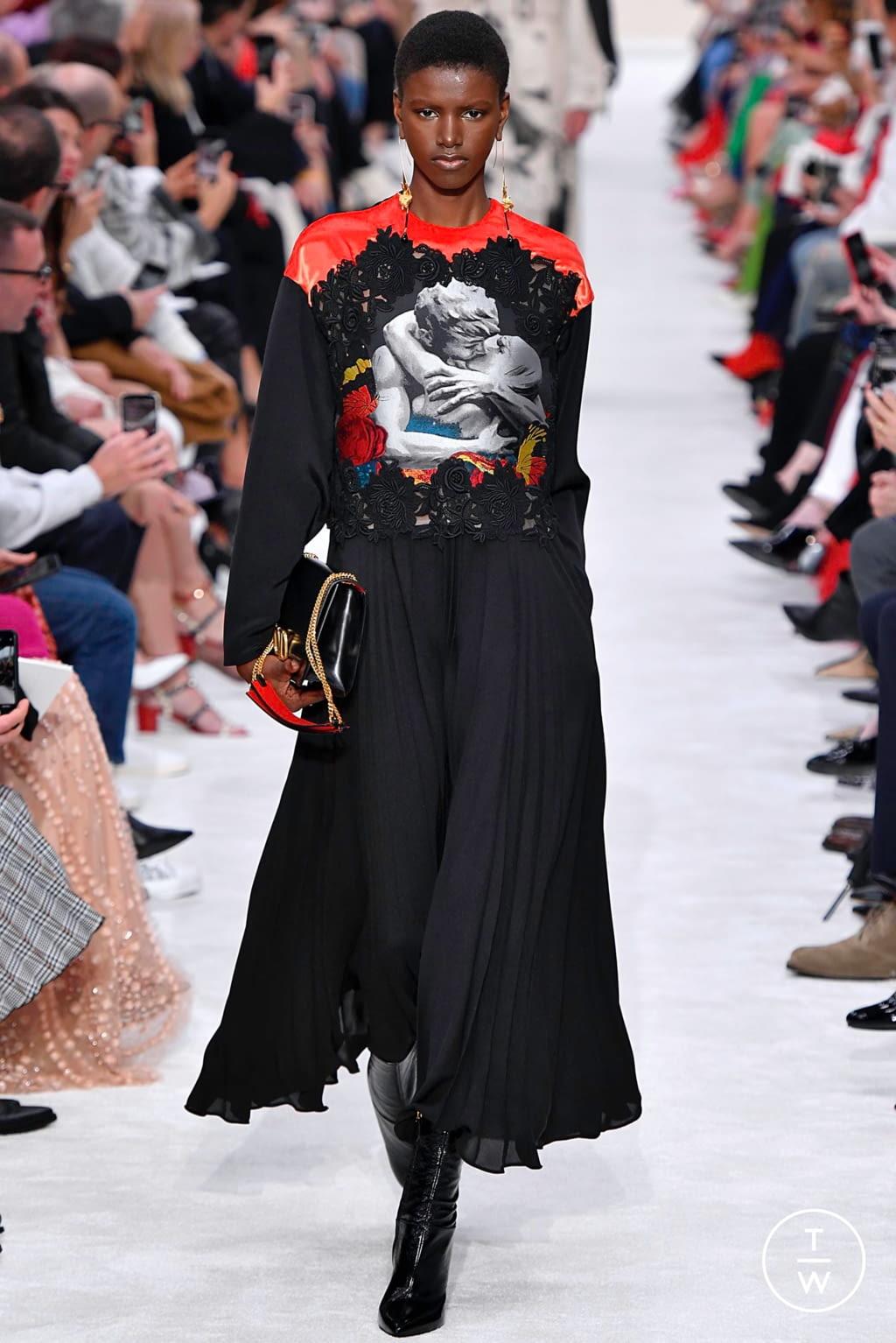 Fashion Week Paris Fall/Winter 2019 look 6 from the Valentino collection womenswear