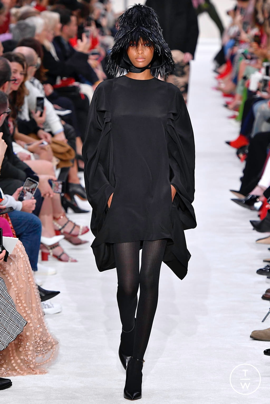 Fashion Week Paris Fall/Winter 2019 look 17 from the Valentino collection womenswear