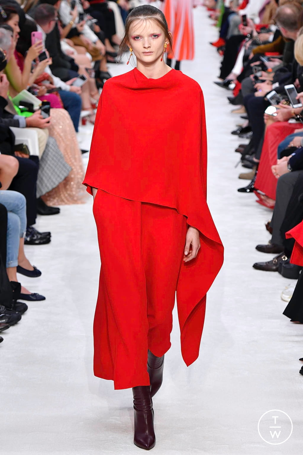 Fashion Week Paris Fall/Winter 2019 look 23 from the Valentino collection womenswear