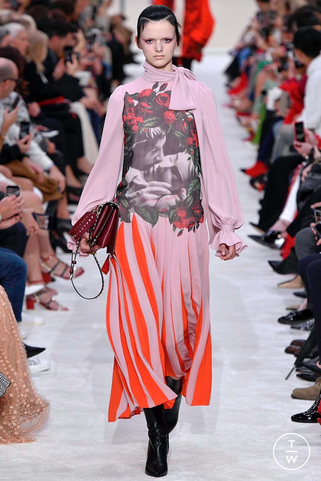 Fashion Week Paris Fall/Winter 2019 look 24 from the Valentino collection womenswear