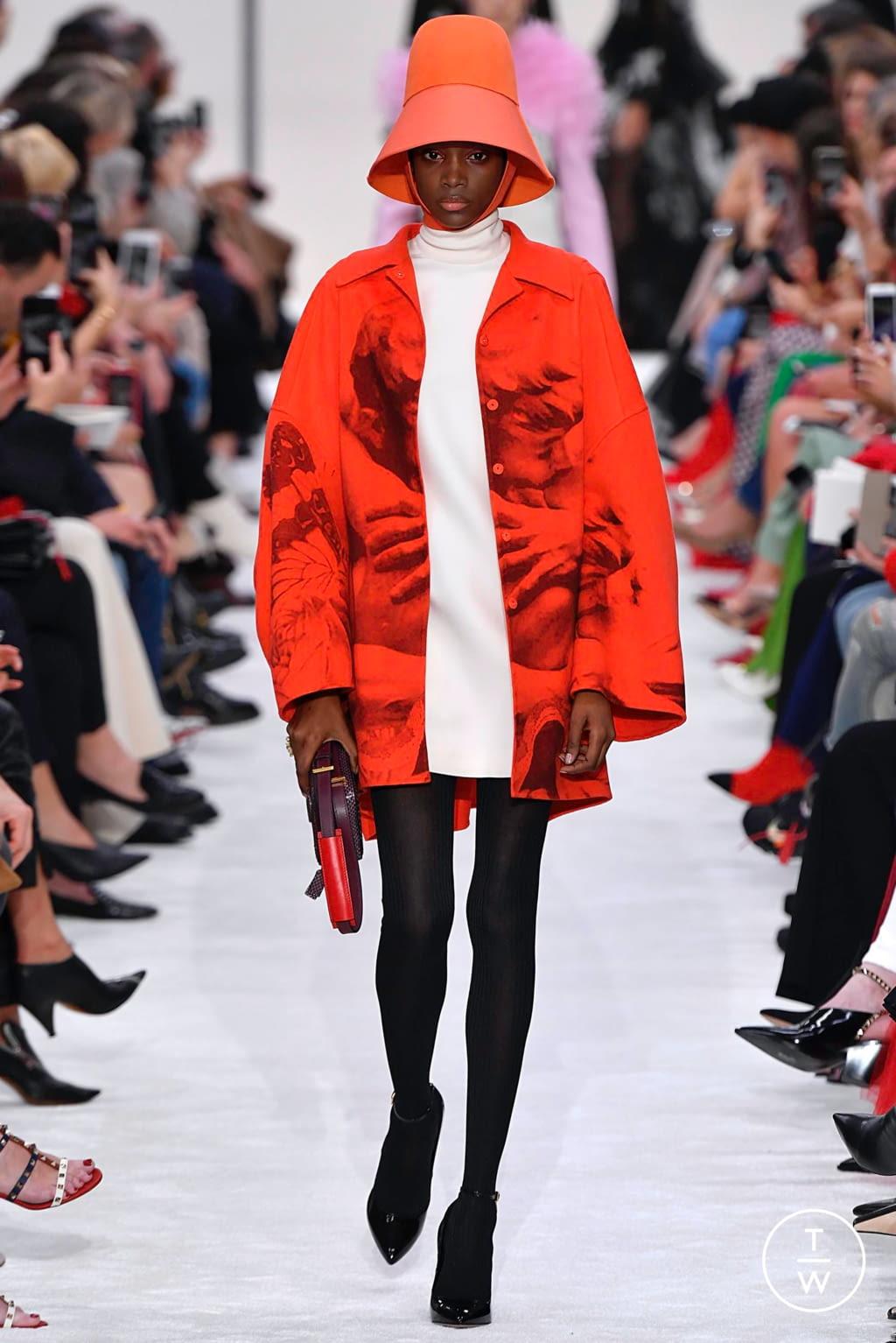 Fashion Week Paris Fall/Winter 2019 look 25 de la collection Valentino womenswear