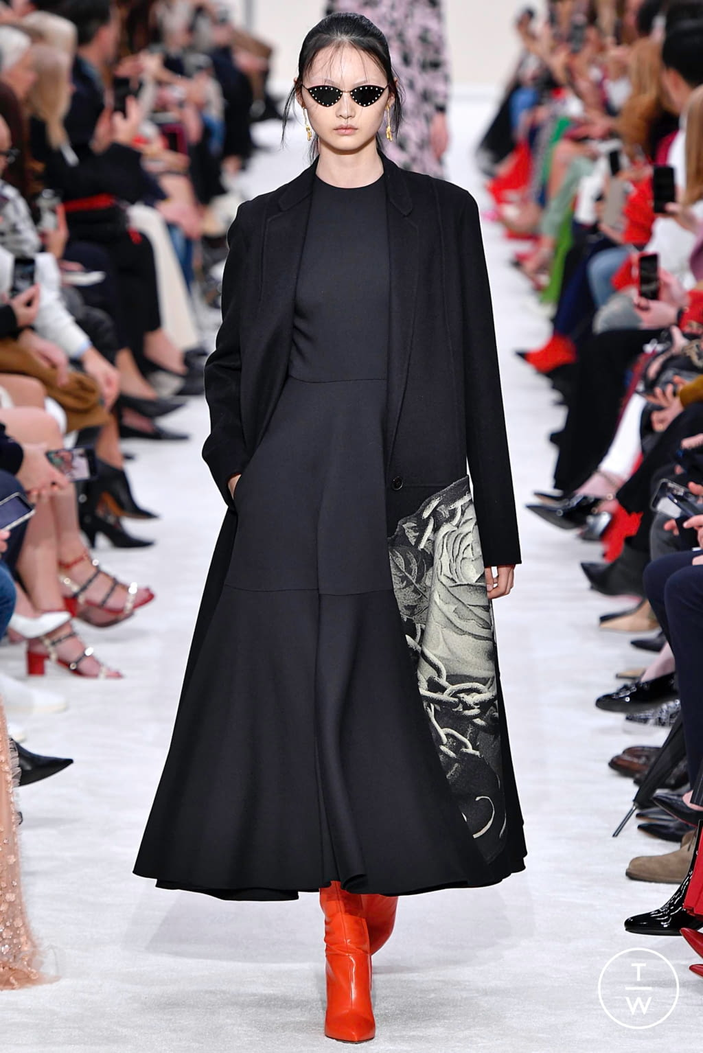 Fashion Week Paris Fall/Winter 2019 look 32 from the Valentino collection womenswear
