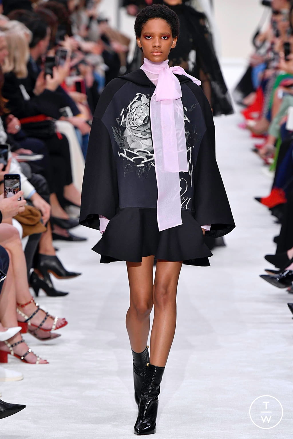 Fashion Week Paris Fall/Winter 2019 look 34 from the Valentino collection womenswear
