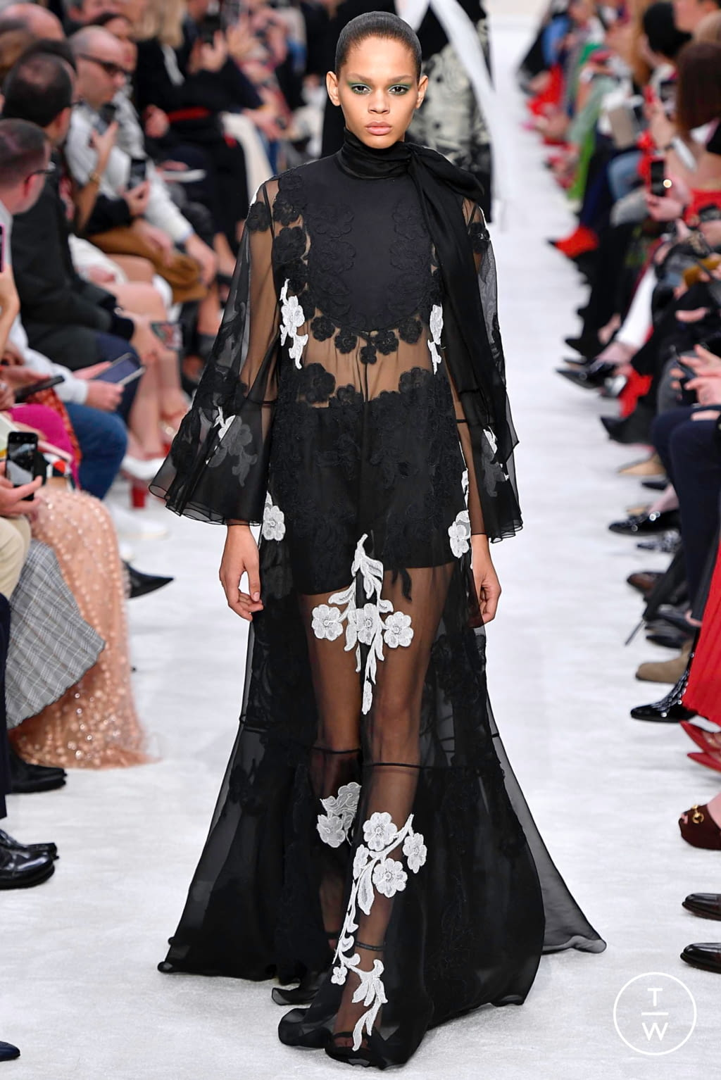 Fashion Week Paris Fall/Winter 2019 look 35 from the Valentino collection womenswear