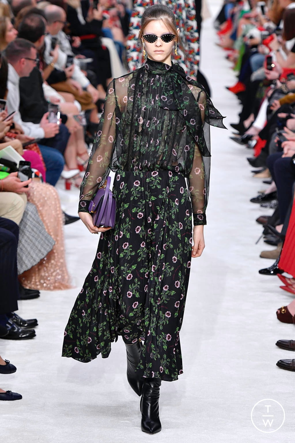 Fashion Week Paris Fall/Winter 2019 look 43 from the Valentino collection womenswear